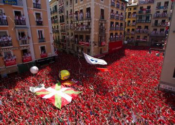 Pro-Obama astronauts and political protest as Sanfermines kick off