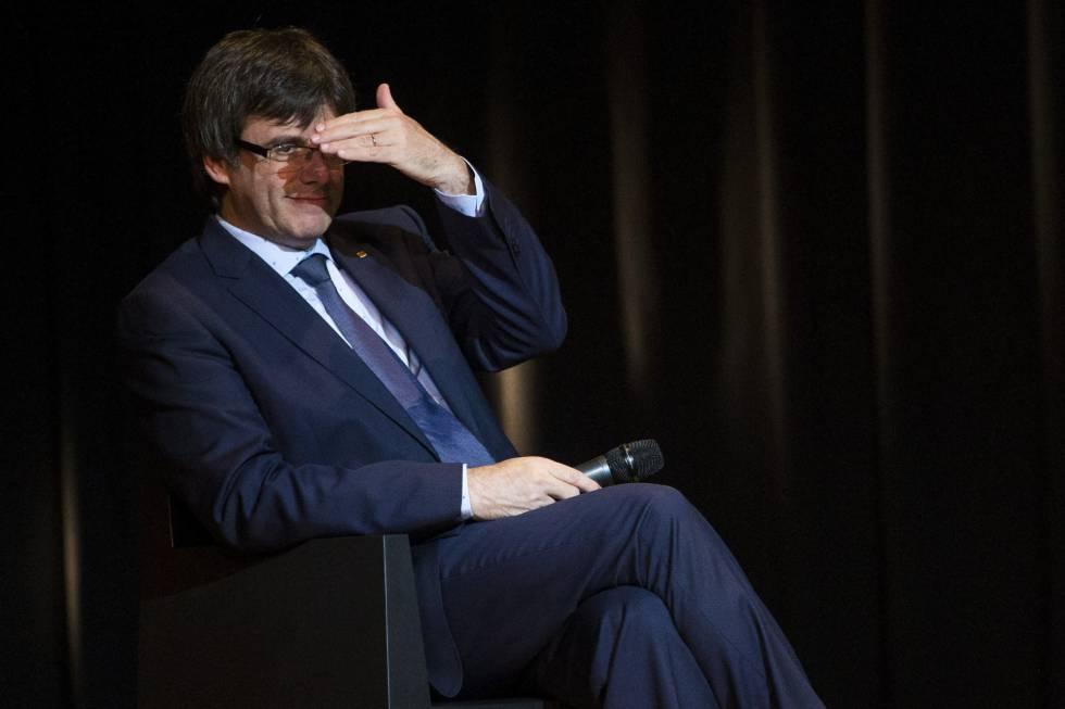 El presidente de la Generalitat, Carles Puigdemont, en un momento de un acto público sobre la situación política que vive Cataluña.