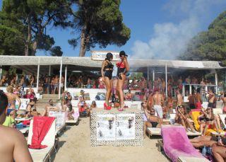 Del 'lolailo' al 'bakala': los chiringuitos de playa a evitar