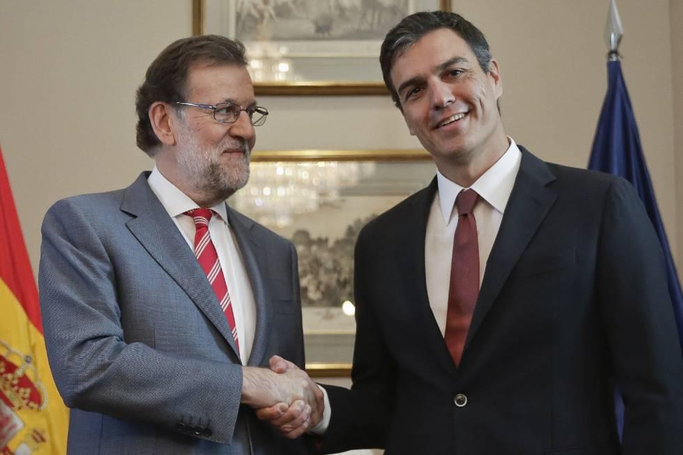 Mariano Rajoy y Pedro Sánchez, durante la reunión mantenida sobre la investidura.