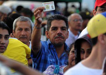 Venezolanos buscan alimentos en Colombia