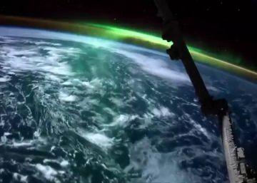 Así es una aurora boreal vista desde el espacio