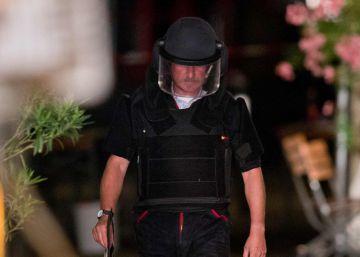 Un policía en la zona de la explosión en Ansbach.
