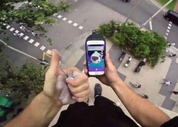 Un alemán trepa por la fachada del edificio más alto de Barcelona para cazar un pokémon