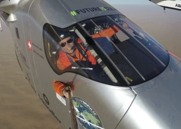 El avión Solar Impulse 2 da la vuelta al mundo