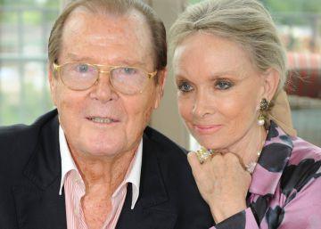 """Roger Moore anuncia con """"el corazón roto"""" la muerte de su hija"""