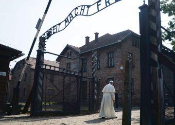 El Papa visita Auschwitz
