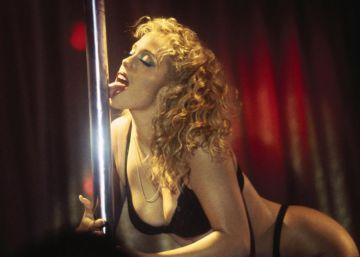 Por qué 'Showgirls' sigue siendo una basura adictiva 20 años después