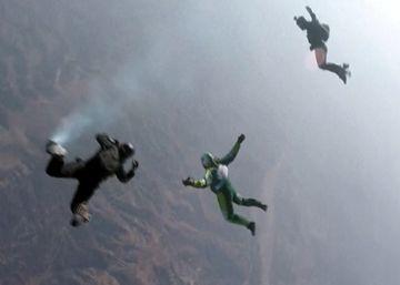 Un salto desde siete kilómetros de altura bate el récord de caída sin paracaídas