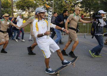 """De Grecia a Río, así ha sido el """"accidentado"""" camino de la antorcha olímpica"""