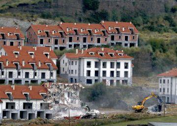 Derribo de 214 viviendas ilegales en el litoral cántabro