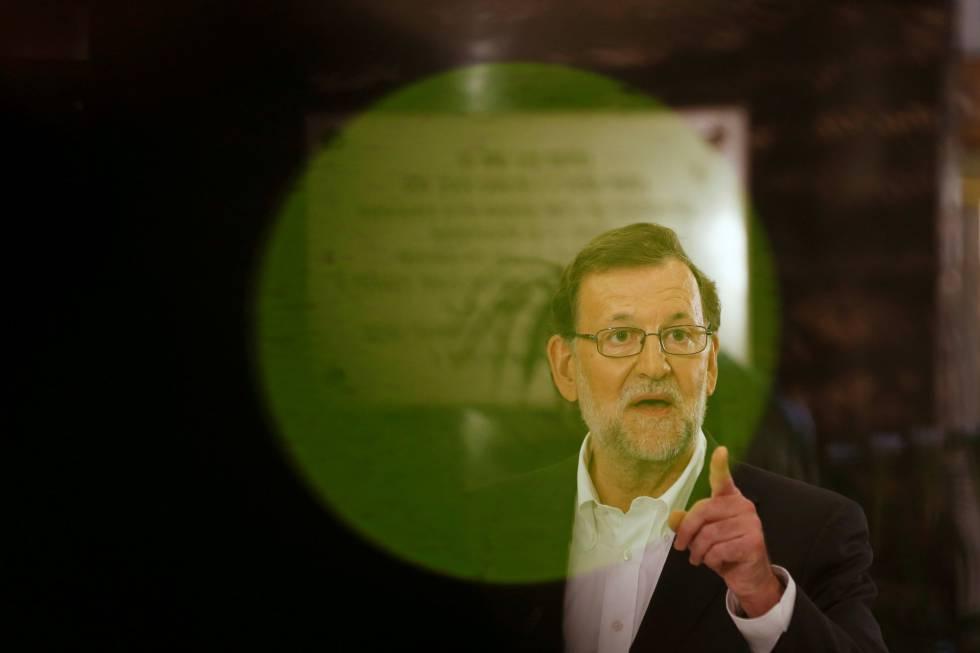 Mariano Rajoy, durante la conferencia de prensa en la que explicó ayer su encuentro con Albert Rivera, líder de Ciudadanos.