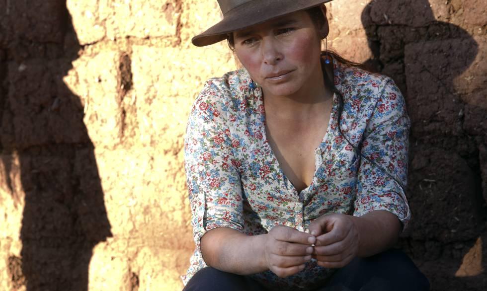 Raquel Tello comenta las dificultades de vivir sin acceso a suficiente agua en Huallhua.
