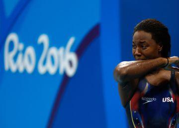 Simone Manuel, primera nadadora negra en ganar un oro olímpico
