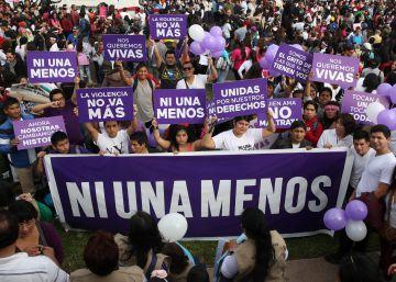 Miles marchan en Lima contra la violencia hacia las mujeres.