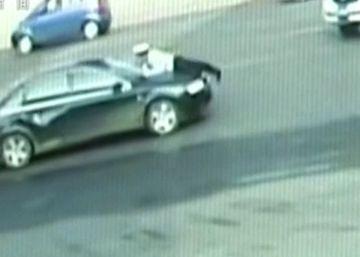 Un coche arrastra a un policía durante un kilómetro en China