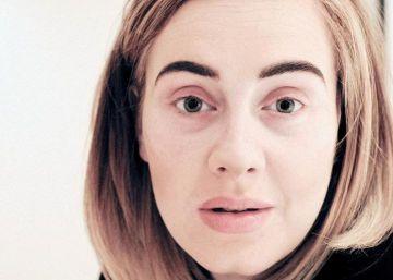Sem maquiagem, Adele explica adiamento de show