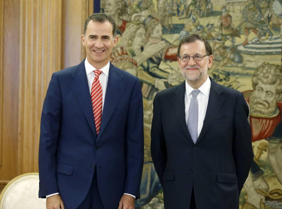 Mariano Rajoy y Felipe VI momentos antes de la reunión que mantuvieron en La Zarzuela el pasado 28 de julio.