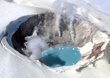 Así se ven las emisiones de gas de un volcán entre la nieve de Alaska