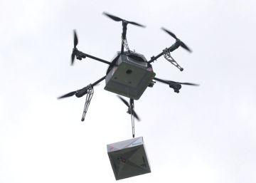 Reparto de pizza a domicilio a vuelo de dron