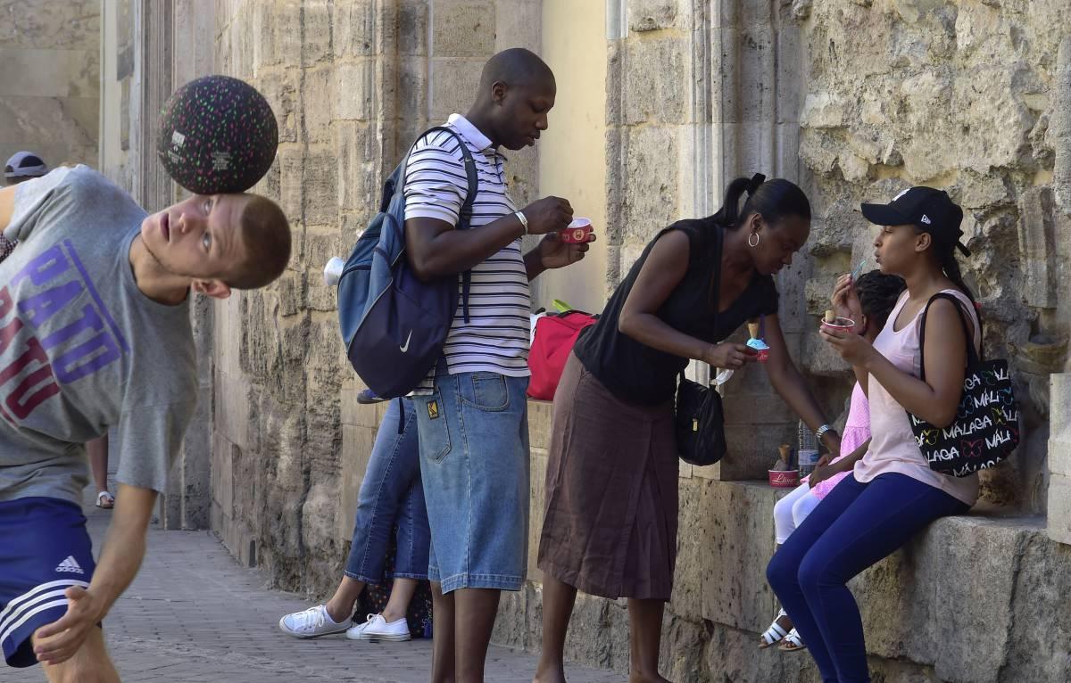 Valencia está repleta de turistas el mes de agosto a pesar de las altas temperaturas. El casco histórico la zona preferida.