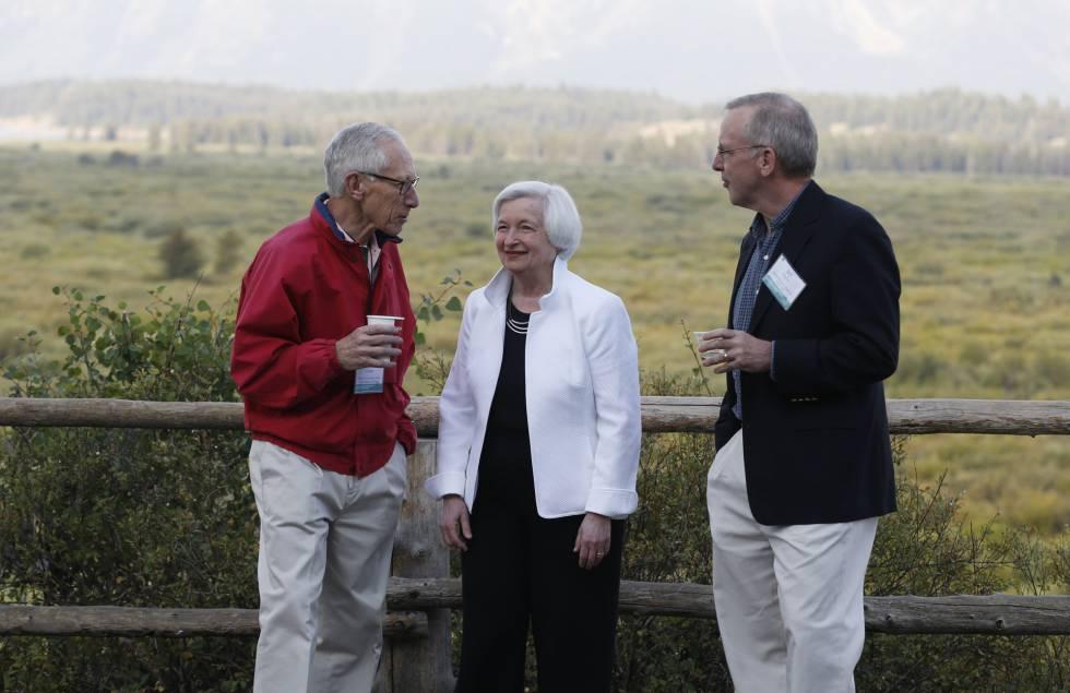 Janet Yellen (centro), con otros altos cargos asistentes a la conferencia de banqueros de Jackson Hole.