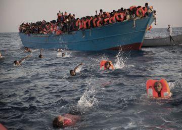El rescate de inmigrantes frente a la costa libia, en imágenes