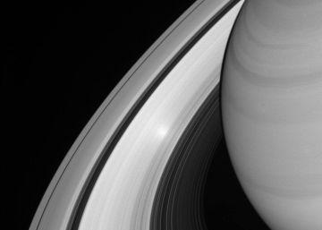 Un punto brillante aparece en el anillo B de Saturno