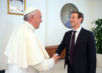Mark Zuckerberg regala un dron al Papa