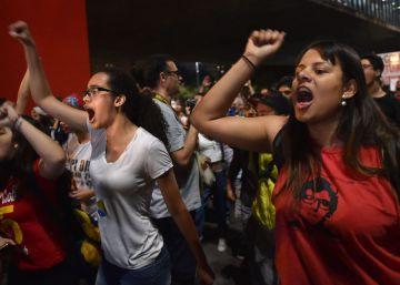 Partidarios de la presidenta suspendida, Dilma Rousseff, durante una manifestación en Sao Paulo, en contra del juicio político al que está sometida.