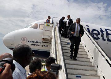 Primer vuelo regular entre EE UU y Cuba