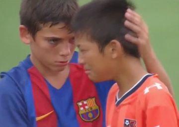 El bonito gesto del equipo de infantiles del Barça con sus rivales japoneses