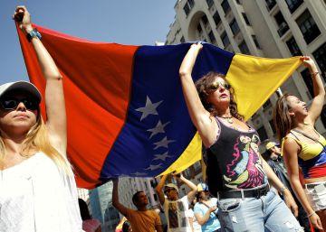 Manifestación opositora en Madrid contra Nicolás Maduro