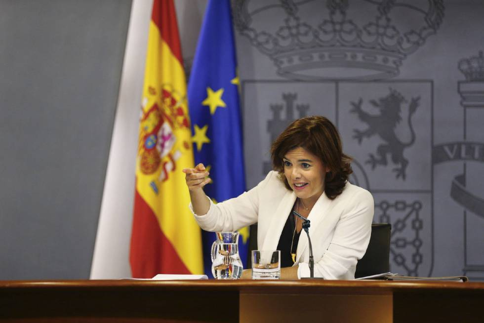 La vicepresidenta del Gobierno en funciones, Soraya Sáenz de Santamaría, durante la rueda de prensa posterior al Consejo de Ministros, ayer en Madrid.