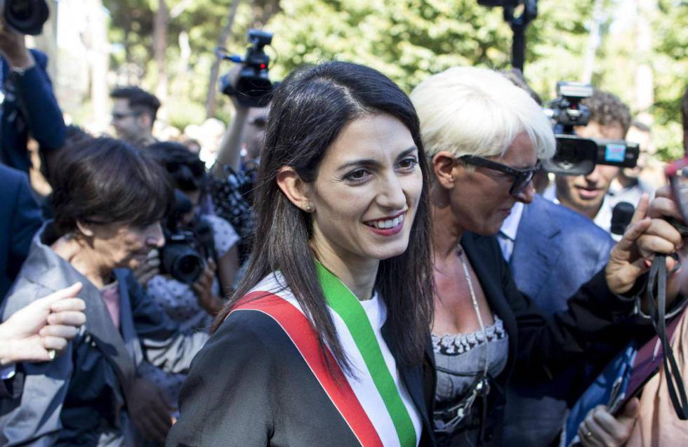 La alcaldesa de Roma recibe el desahucio del Vaticano