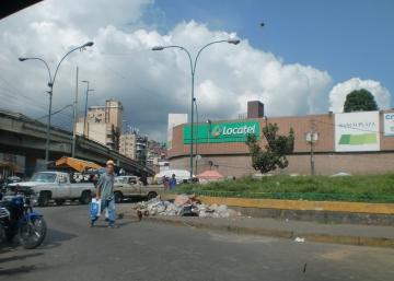 Caracas se desmenuza lentamente