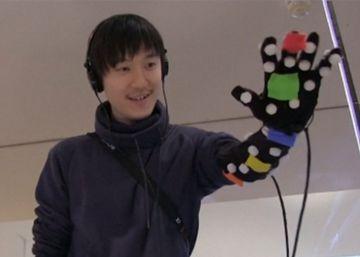 Un traje para 'tocar' objetos en la realidad virtual