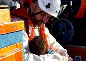 El abrazo que salvó a un bebé