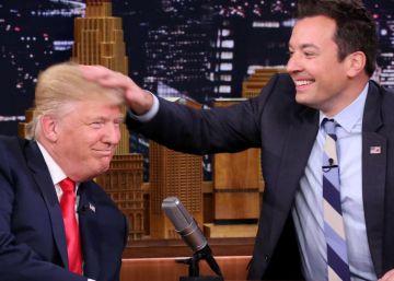 Donald Trump sometiéndose a la prueba de Jimmy Fallon.