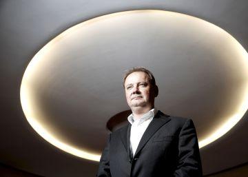 Este hombre planea el acelerador de partículas más grande de la Tierra