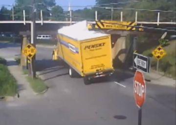 El puente que lleva ocho años destrozando techos de camiones