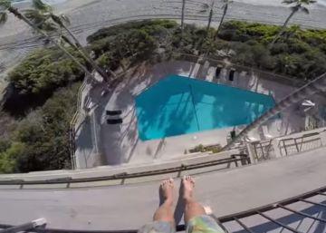 Un salto de 'balconing' desde un cuarto piso