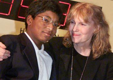 """Mia Farrow: """"Estamos devastados por la pérdida de Thaddeus"""""""