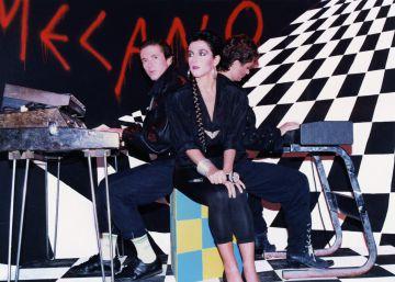 El trío en una actuación para la televisión chilena en octubre de 1986rn