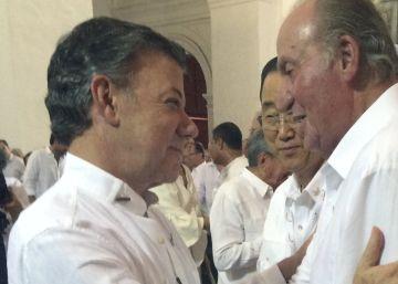 Santos vistió una guayabera marca España el día que firmó la paz