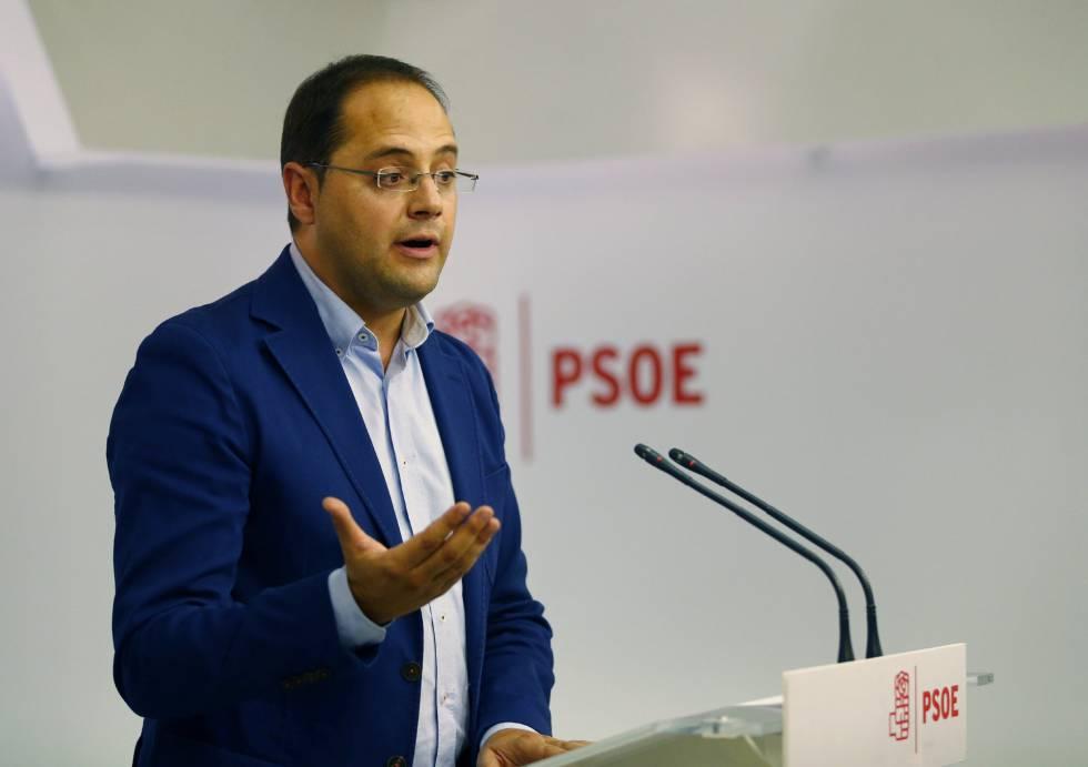 César Luena, durante la rueda de prensa de ayer.