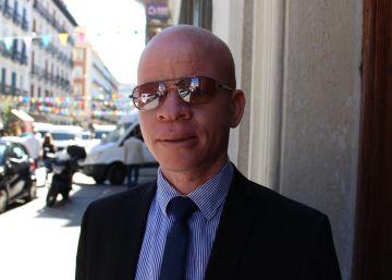 """Me llegaron a decir que me venderían por 10.000 dólares por ser albino"""