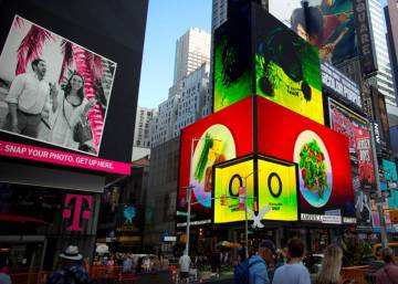 Spanish olive oil lights up Times Square