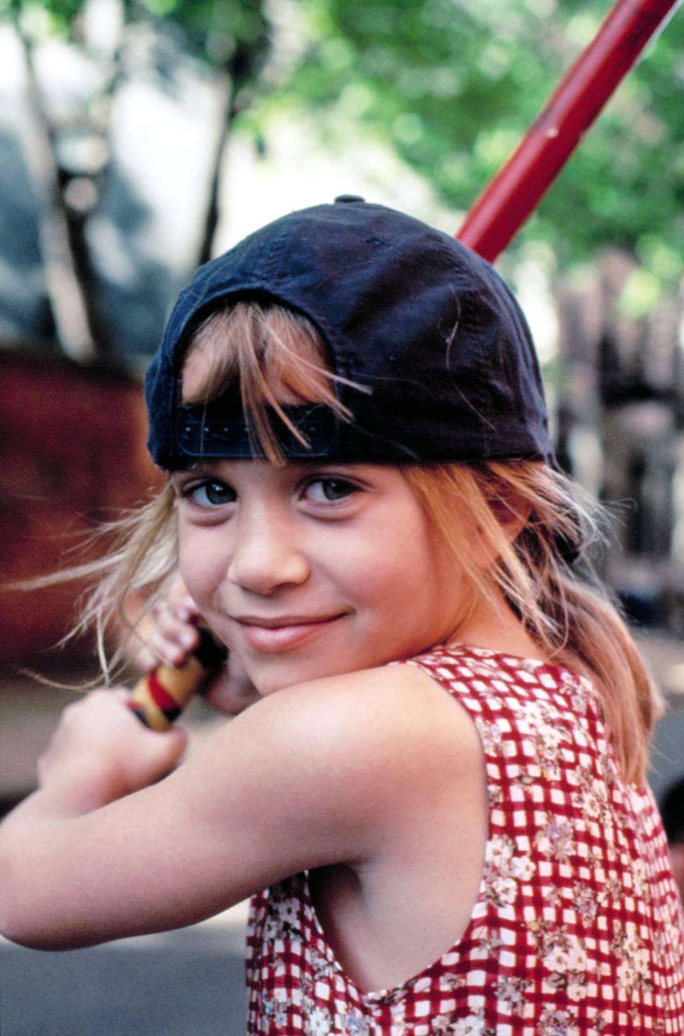 A Mary-Kate, apellidada Burke en la serie 'Cosas de gemelas', la llamam 'marimacho' por gustarle mucho los deportes.