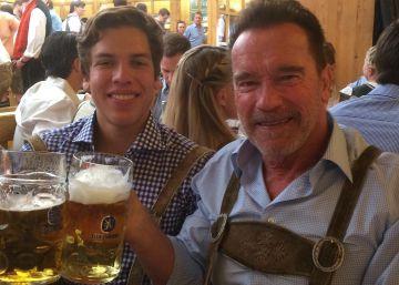 Schwarzenegger, padre orgulloso del hijo que le costó su matrimonio
